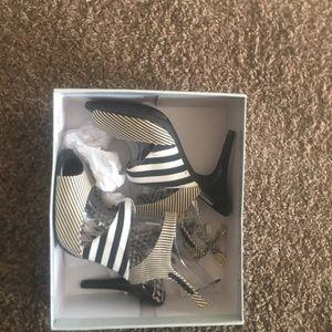 Jessica Simpson high heel black and white stripe